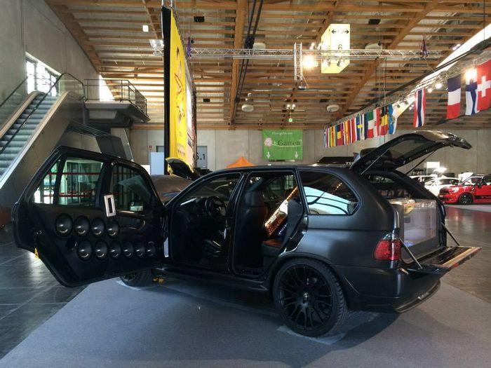 Норвежские тюнеры создали шестиколёсный BMW X5
